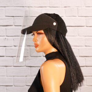 Musta värvi nokamüts ja kaitsevisiir, mannekeenil
